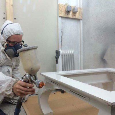 empreinte-de-styles-renovation-meuble-laquage-table-basse-en-atelier